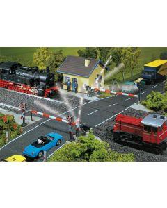 Faller Spoorwegovergang met spoorbomen 120171