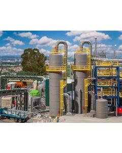 Faller grote chemische tank met pijpleidingen 130177