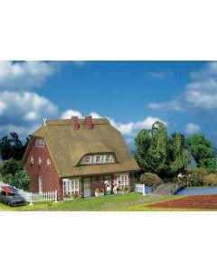 Faller Woonhuis met rieten dak 130250