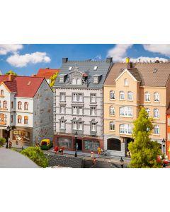Faller H0 Stadshuis met reparatiewerkplaats 130705