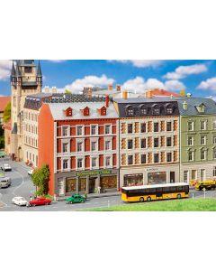 Faller N 2 gerenoveerde stadshuizen met winkels 232389 vanaf 11/19